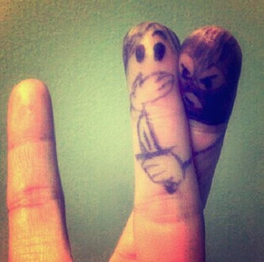 Finger Mugger